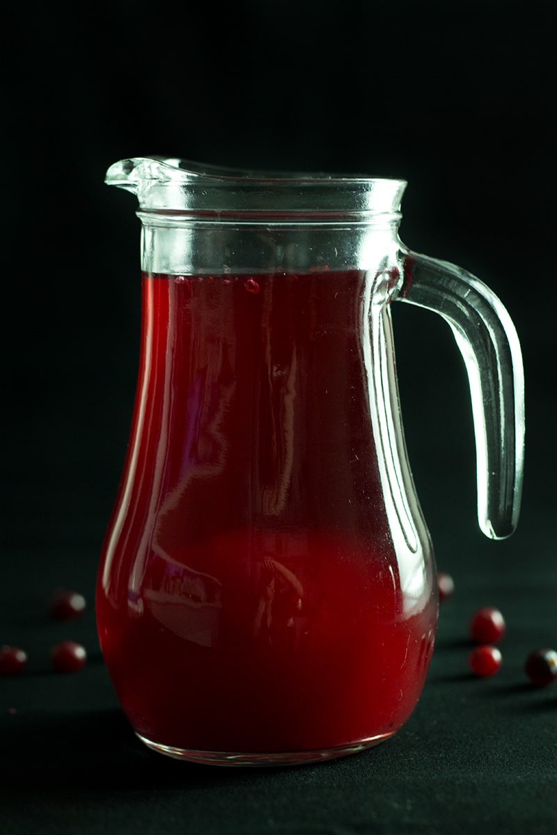 Don't miss out on this super healthy Russian cranberry drink called Mors. Very refreshing! #cranberries #Russia | cookingtheglobe.com