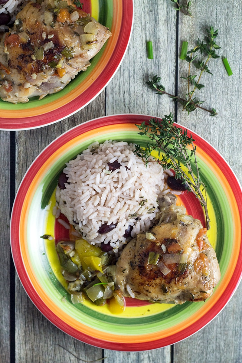 This Jamaican Brown Stew Chicken will bring the Caribbean to your home! | cookingtheglobe.com
