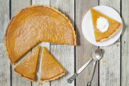 This Mississippi sweet potato pie recipe is a Southern classic. It is sweet, creamy and so easy to make! | cookingtheglobe.com