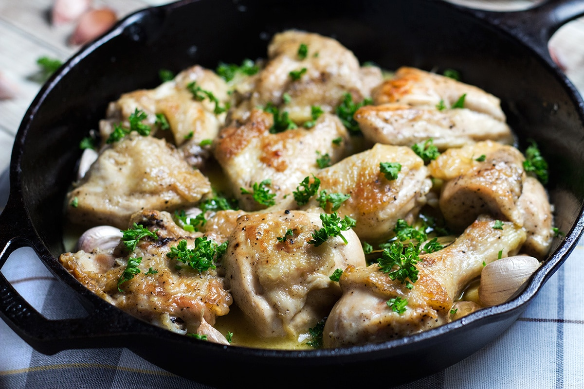 Pollo al Ajillo is a Spanish version of garlic chicken. This recipe requires only 7 ingredients to make! | cookingtheglobe.com