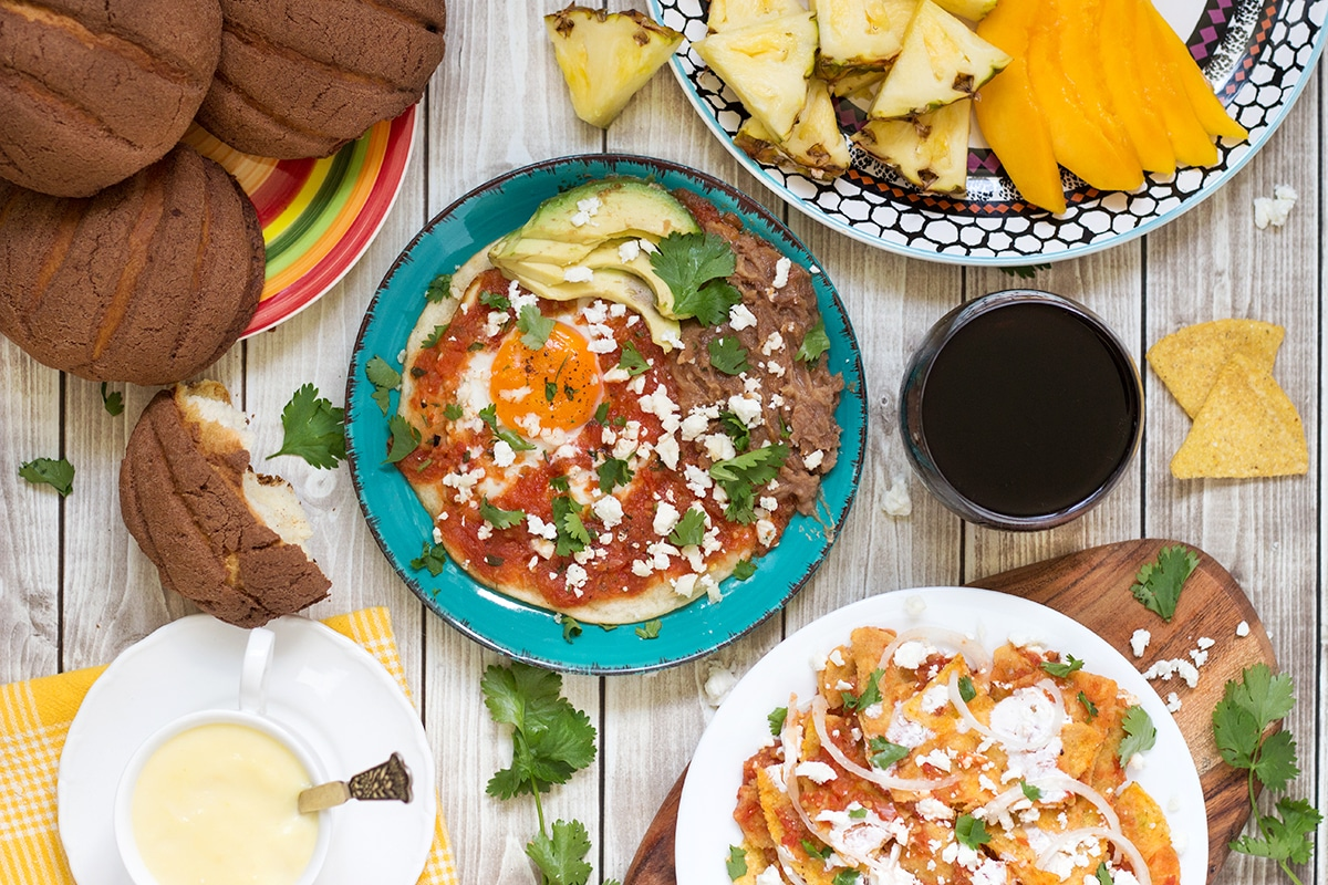 A Look At The Traditional Mexican Breakfast Which Features Y Fried Eggs Huevos Rancheros