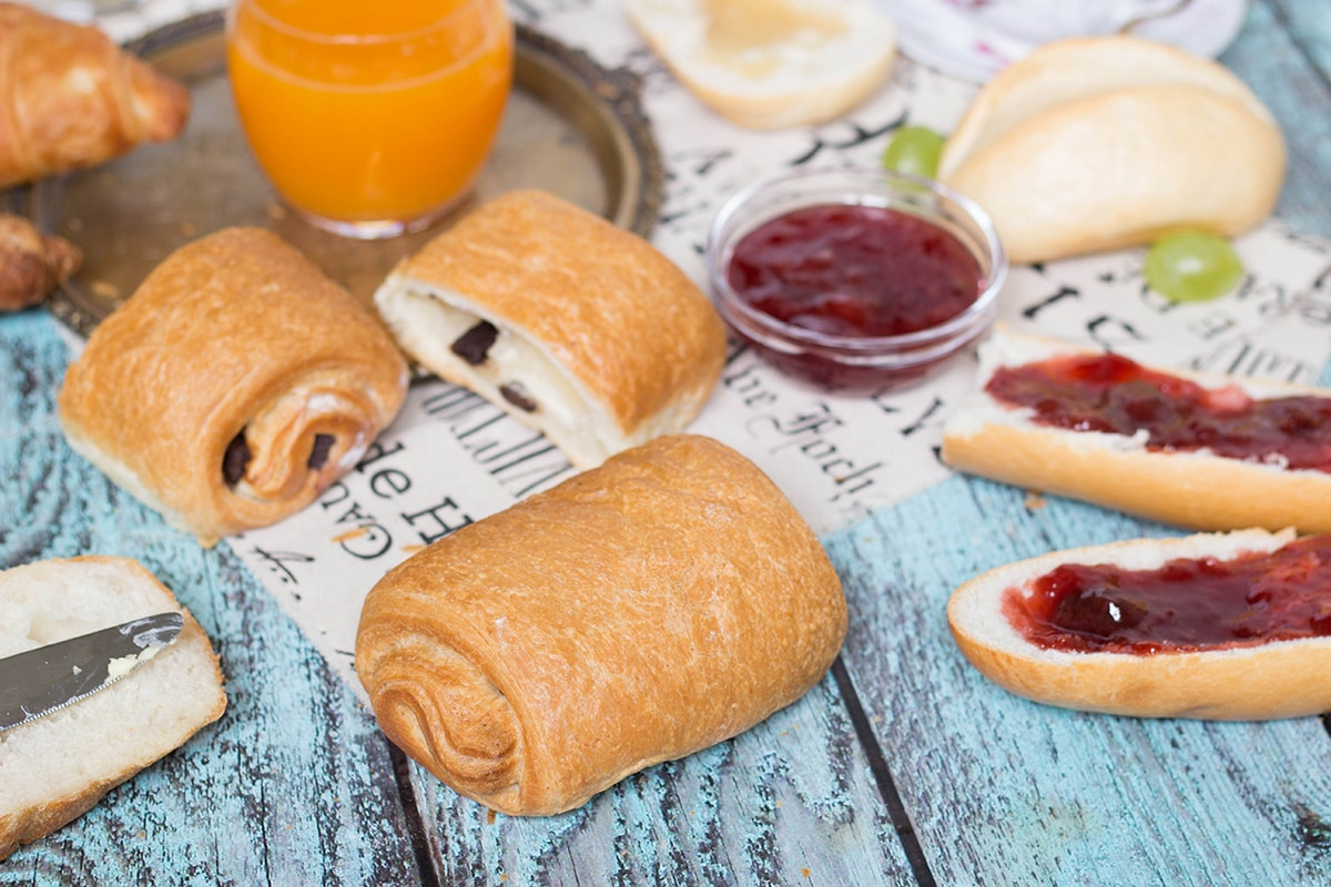 A look at the famous French breakfast, featuring a selection of breads and toppings, croissants, Pain au chocolat, and other goodies!   cookingtheglobe.com