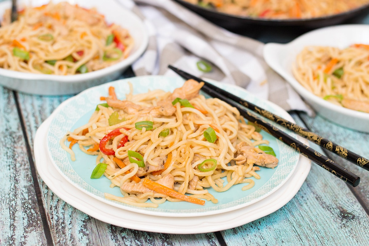 If you have ever been in Chinese restaurant, you must have tried Chicken Lo Mein. Did you know that you can make it at home? It's quick and easy to prepare!   cookingtheglobe.com