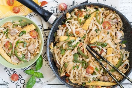 These Thai Drunken Noodles (Pad Kee Mao) are said to be a great hangover cure. I don't know about that, but they are surely perfect as a quick weeknight dinner! | cookingtheglobe.com