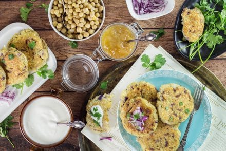 These Indian Mashed Potato and Quinoa Patties (Aloo Tikki) are really easy to make and make a perfect #vegan friendly dinner! | cookingtheglobe.com