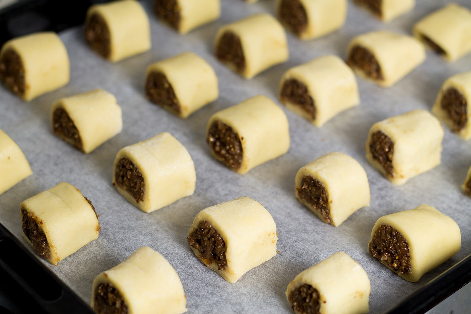 These Italian Christmas Cookies, also called Cuccidati, are filled with a mouth-watering fig and walnut mixture and topped with a sweet white icing!   cookingtheglobe.com