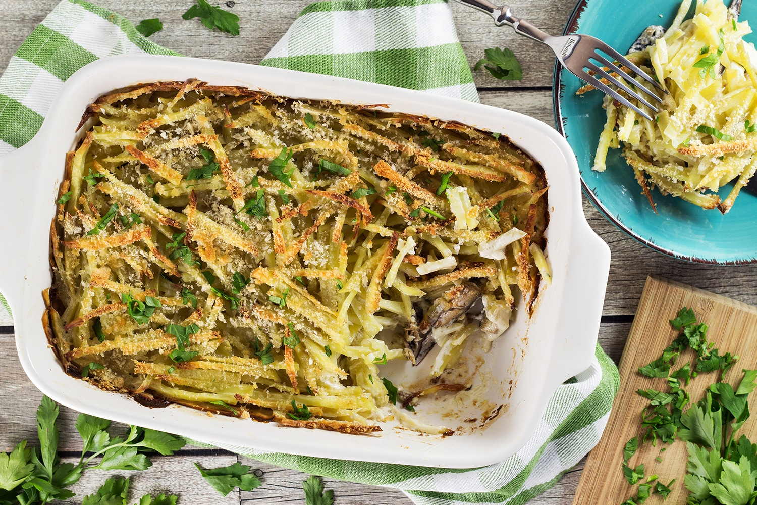 Janssons Frestelse or Jansson's Temptation is a classic Swedish potato and sprat casserole traditionally served on Christmas but great any time of the year. Creamy, hearty, filling! | cookingtheglobe.com