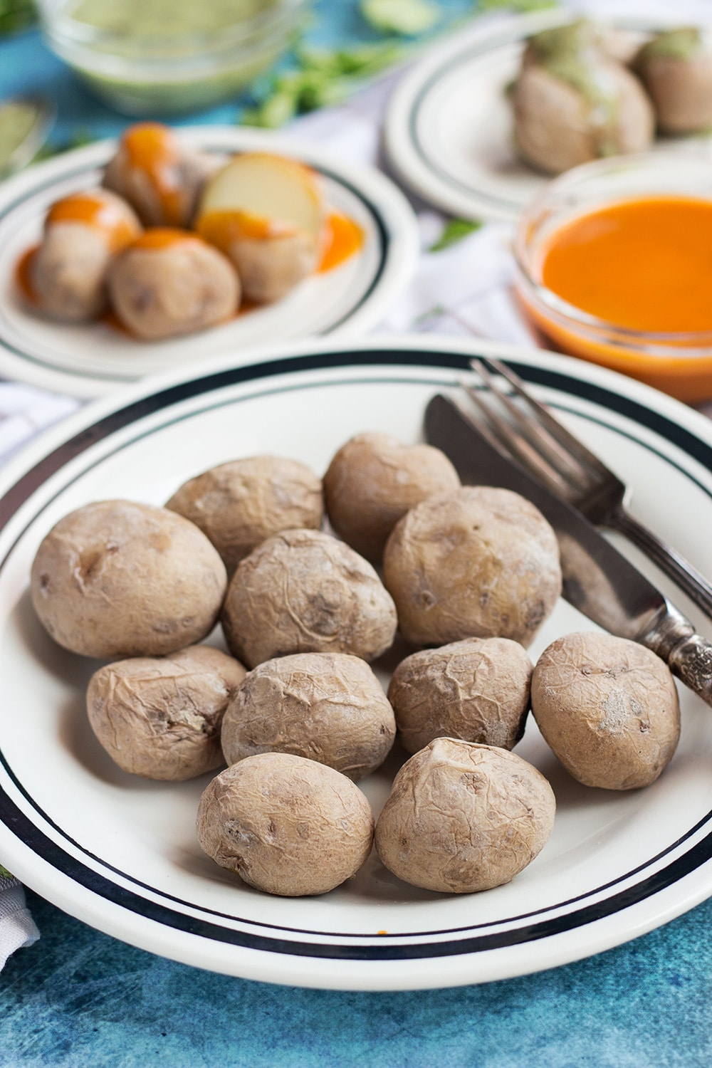 Canarian Wrinkly Potatoes (Papas Arrugadas) make a perfect side dish to any meal. They are really easy to make and require only 2 ingredients!   cookingtheglobe.com