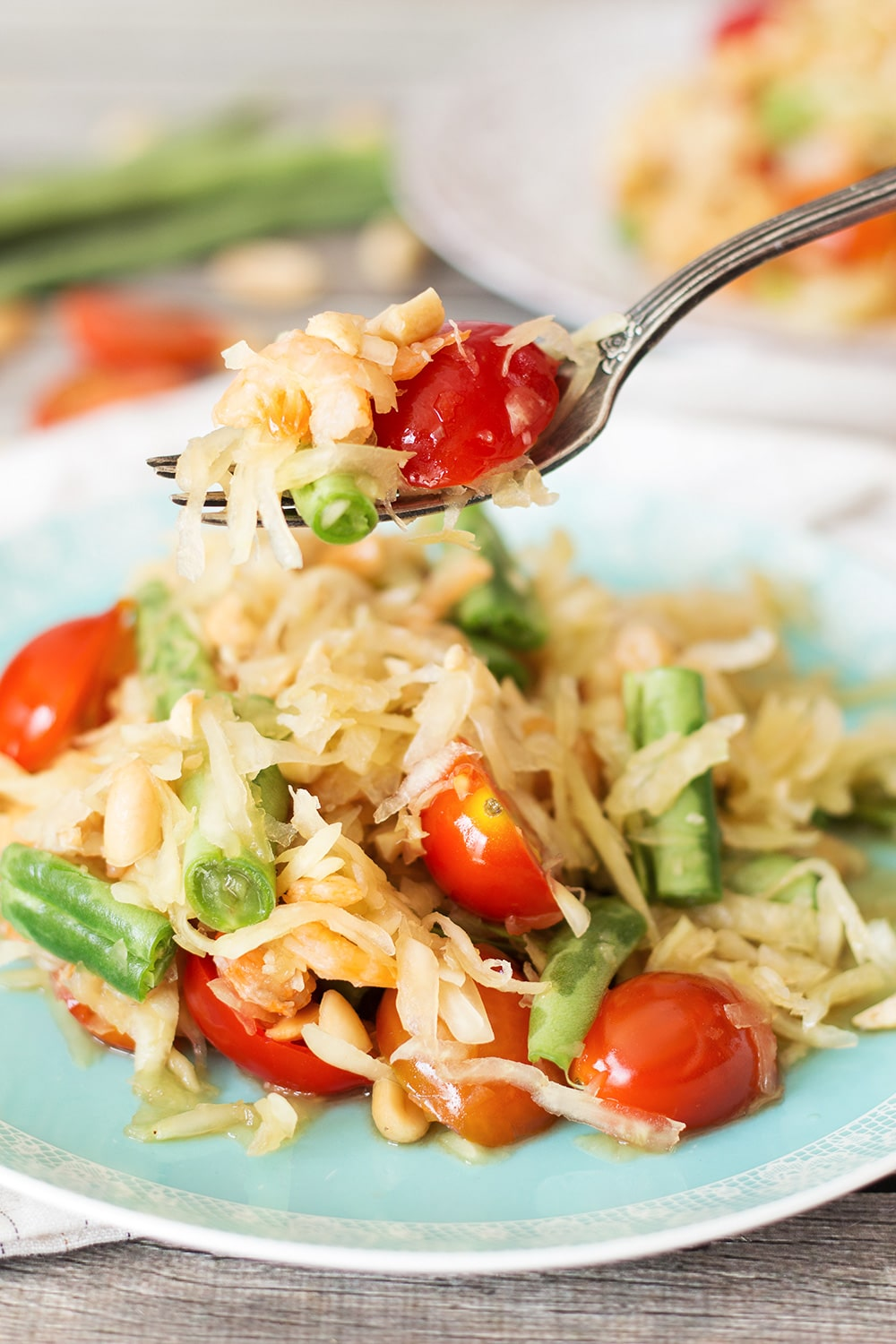 This Thai Green Papaya Salad, also known as Som Tum or Som Tam, combines a wide range of unique flavors making it unique and crazy delicious! | cookingtheglobe.com