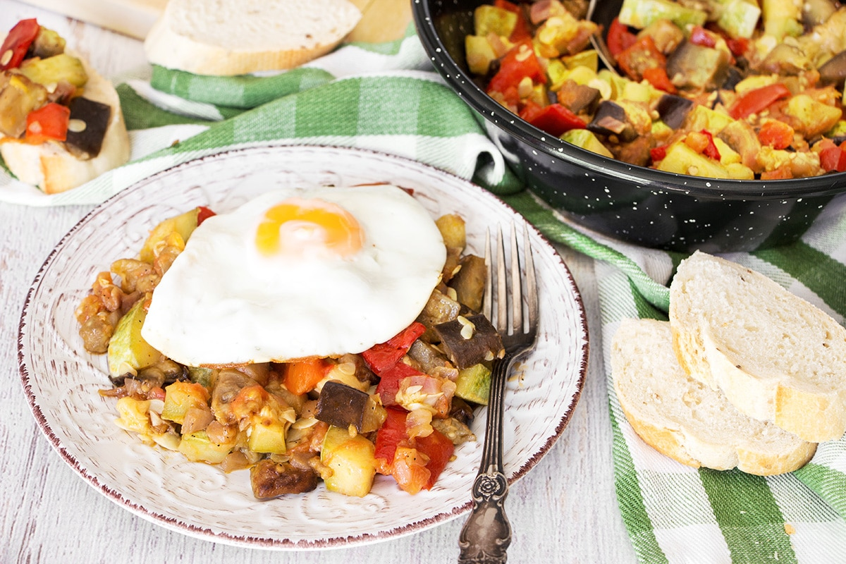 Pisto Manchego is a famous Spanish dish of vegetables sauteed to perfection. It makes a great side dish to grilled meats or a nice breakfast served with fried eggs! | cookingtheglobe.com
