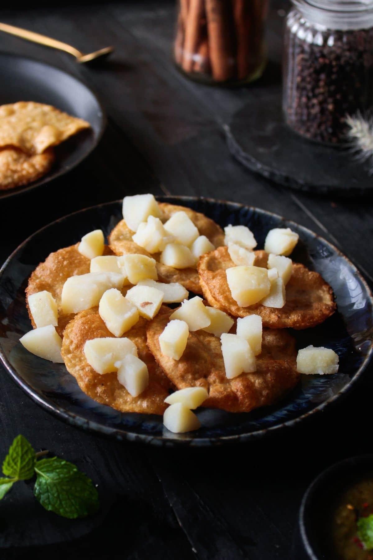 Adding potatoes to papidas